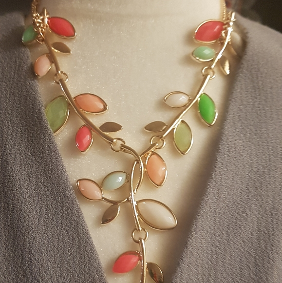 Colored leafy necklace